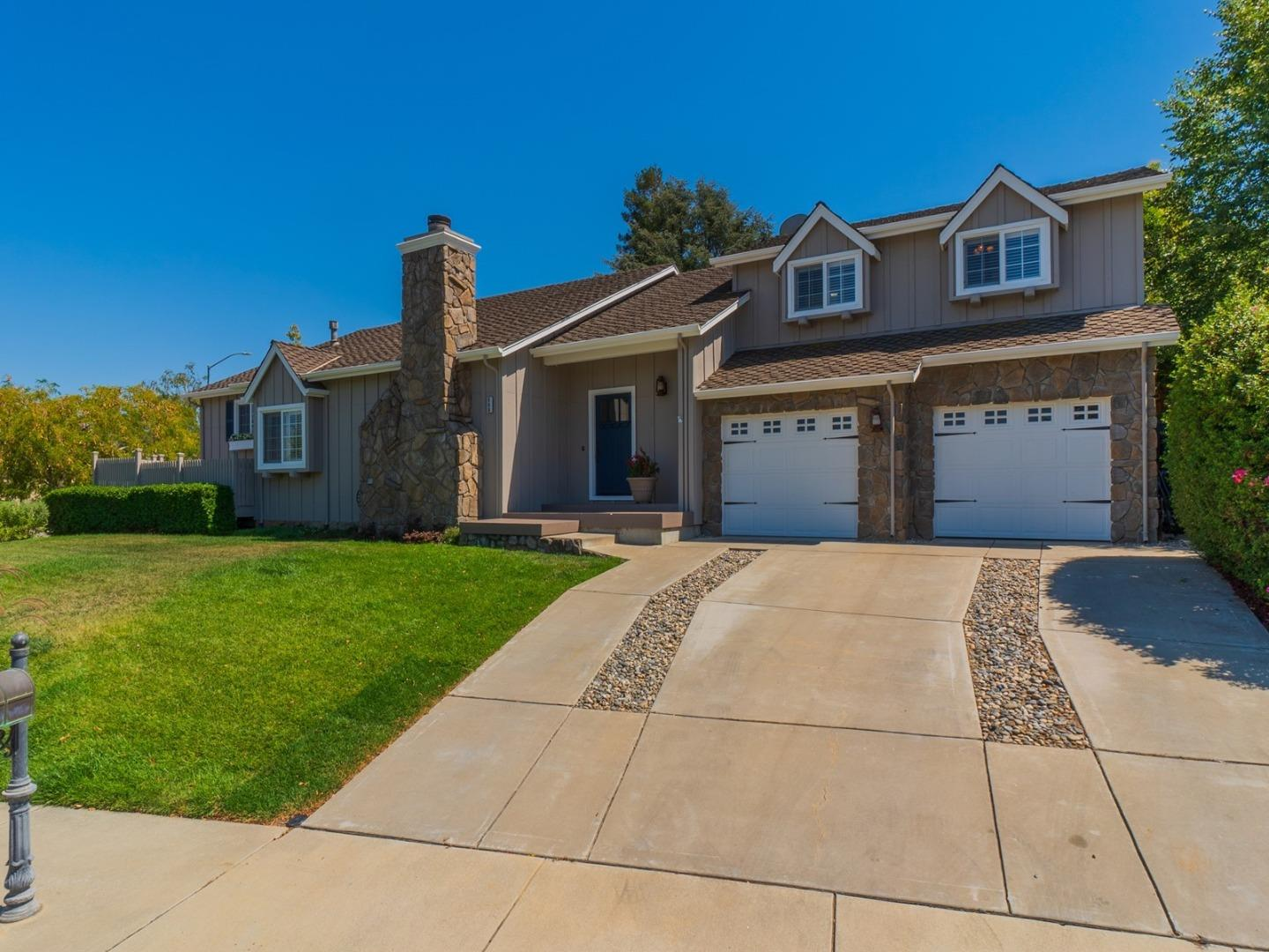 Detail Gallery Image 1 of 1 For 660 Dawn Way, Gilroy,  CA 95020 - 3 Beds   3 Baths