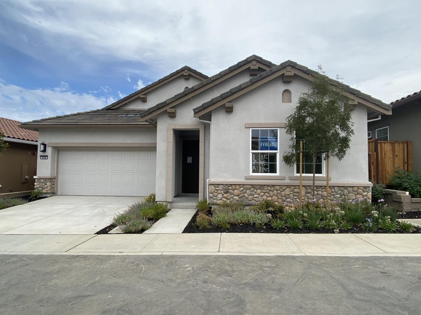 Detail Gallery Image 1 of 2 For 1140 Richard Rd, Hollister,  CA 95023 - 2 Beds | 2/1 Baths