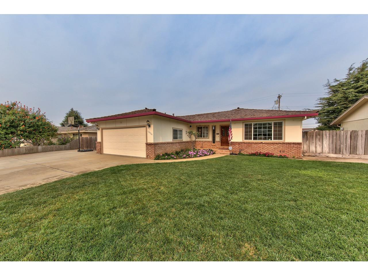 Detail Gallery Image 1 of 1 For 12924 Jade Dr, Salinas,  CA 93906 - 3 Beds | 2 Baths