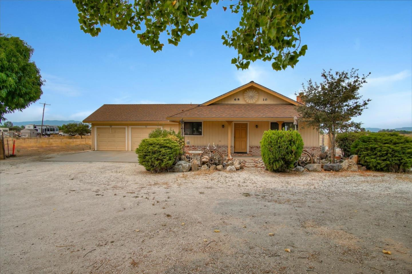 Detail Gallery Image 1 of 1 For 6810 Fairview Rd, Hollister,  CA 95023 - 2 Beds | 2 Baths