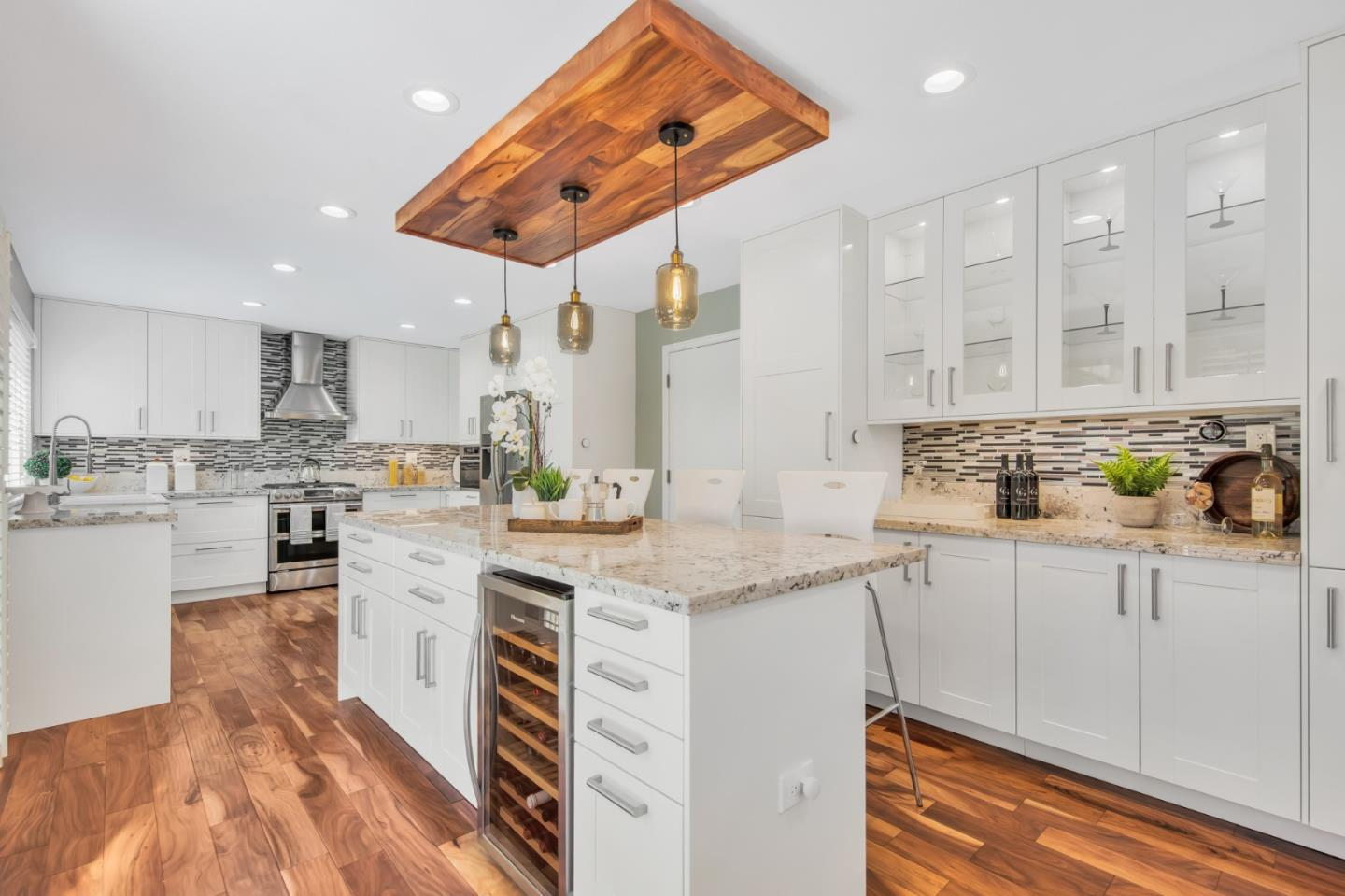 Detail Gallery Image 1 of 1 For 1215 Chantel Way, Redwood City,  CA 94061 - 3 Beds | 2/1 Baths