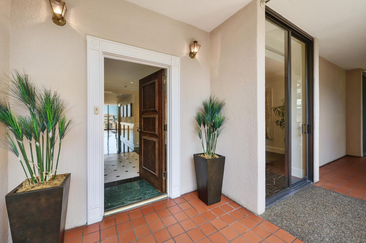 Detail Gallery Image 1 of 10 For 555 Laurel Ave #608,  San Mateo,  CA 94401 - 3 Beds | 3/1 Baths