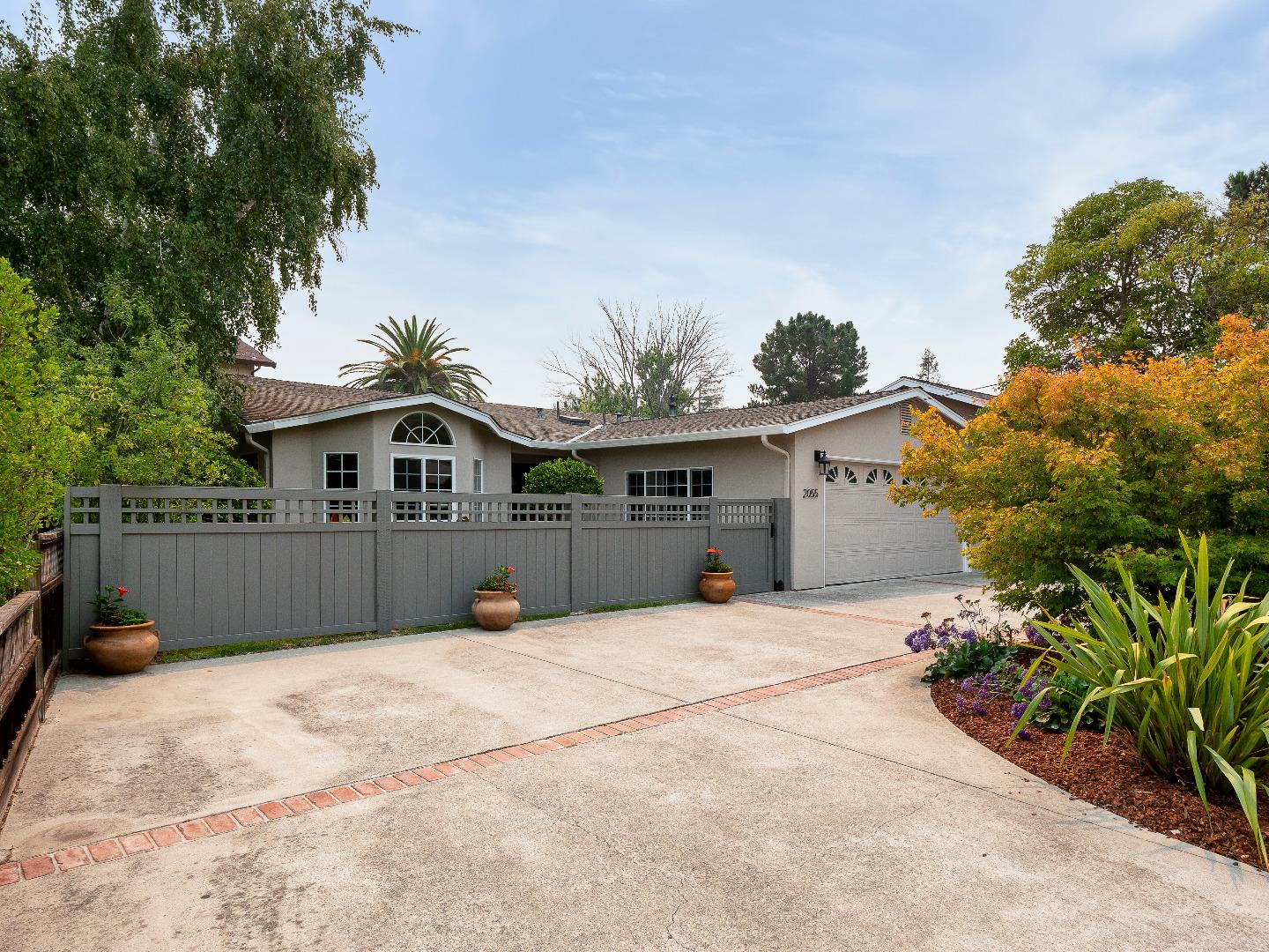Detail Gallery Image 1 of 1 For 2055 Hull Ave, Redwood City,  CA 94061 - 3 Beds | 2/1 Baths