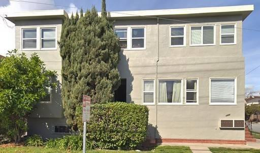 Old World Charm!  Location ... Location ... Location!  Bright/Sunny and spacious top floor unit, walk to Broadway Shops and Amtrak Train Station.  Lots of storage, easy access to SF/SJ. Don't miss!
