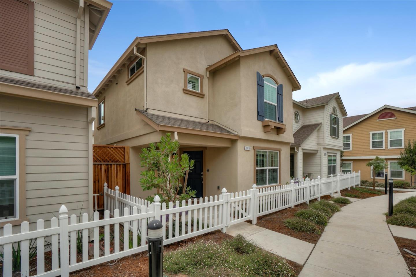 Detail Gallery Image 1 of 1 For 19810 Gabilan View Dr, Salinas,  CA 93906 - 3 Beds   2/1 Baths