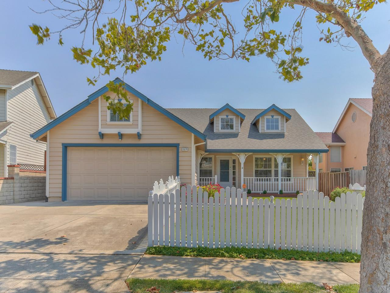 Detail Gallery Image 1 of 1 For 1674 Boston St, Salinas,  CA 93906 - 3 Beds | 2 Baths