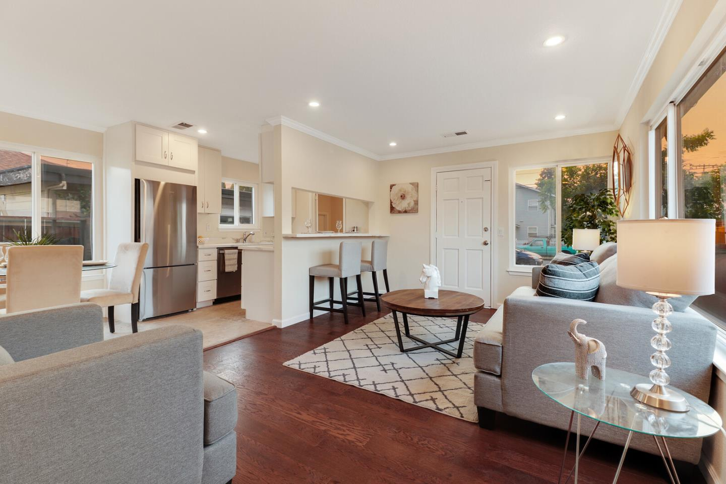 Detail Gallery Image 1 of 1 For 590 Hurlingame Ave, Redwood City,  CA 94063 - 2 Beds   1 Baths