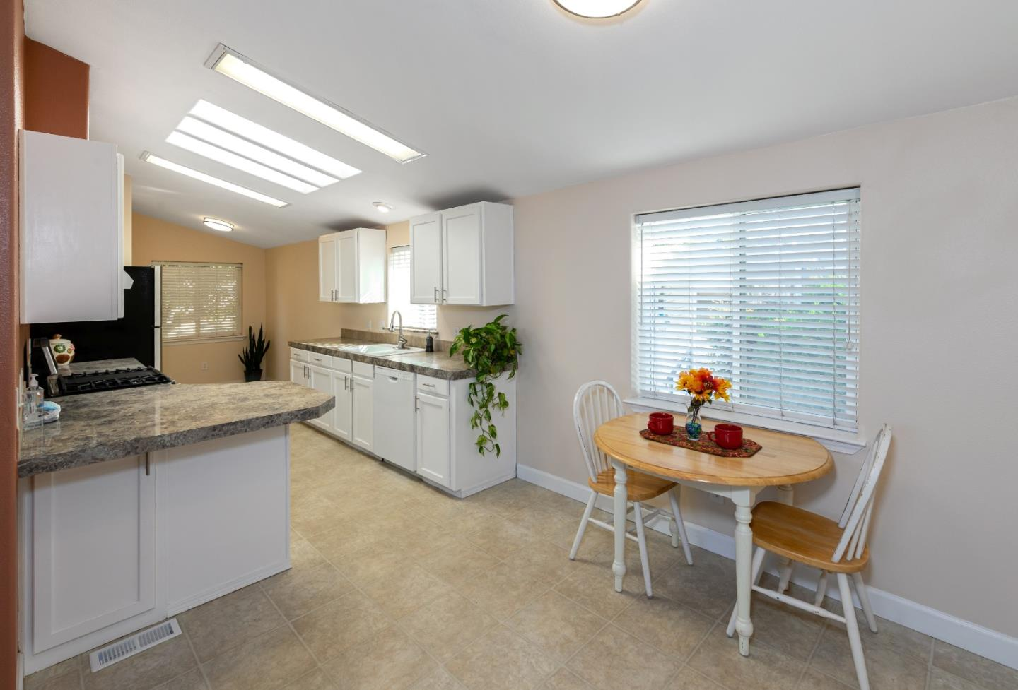 Detail Gallery Image 1 of 1 For 4300 Soquel Dr #236,  Soquel,  CA 95073 - 4 Beds | 2 Baths