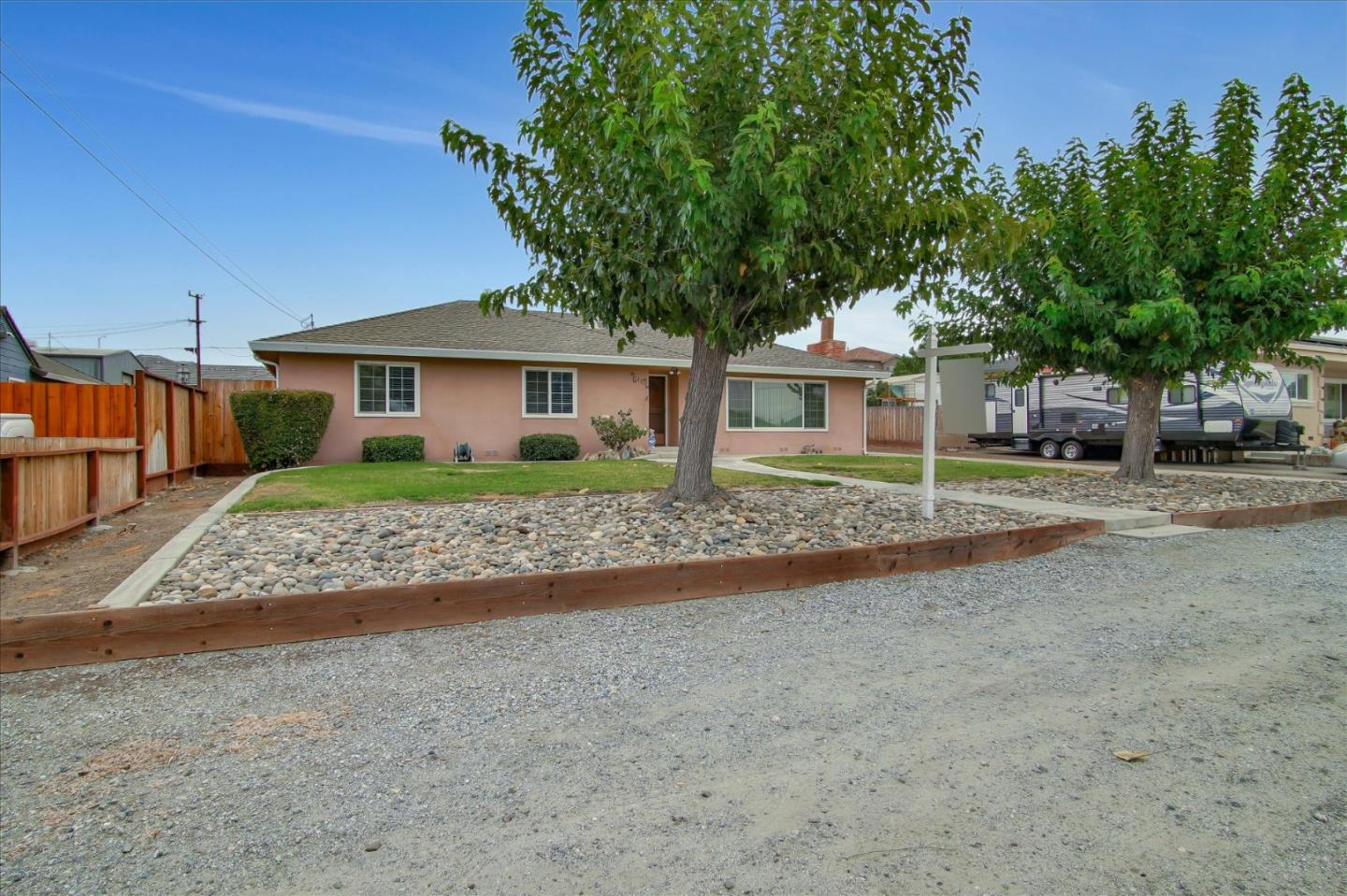 Detail Gallery Image 1 of 1 For 1271 Bonnie View Rd, Hollister,  CA 95023 - 3 Beds | 1/1 Baths