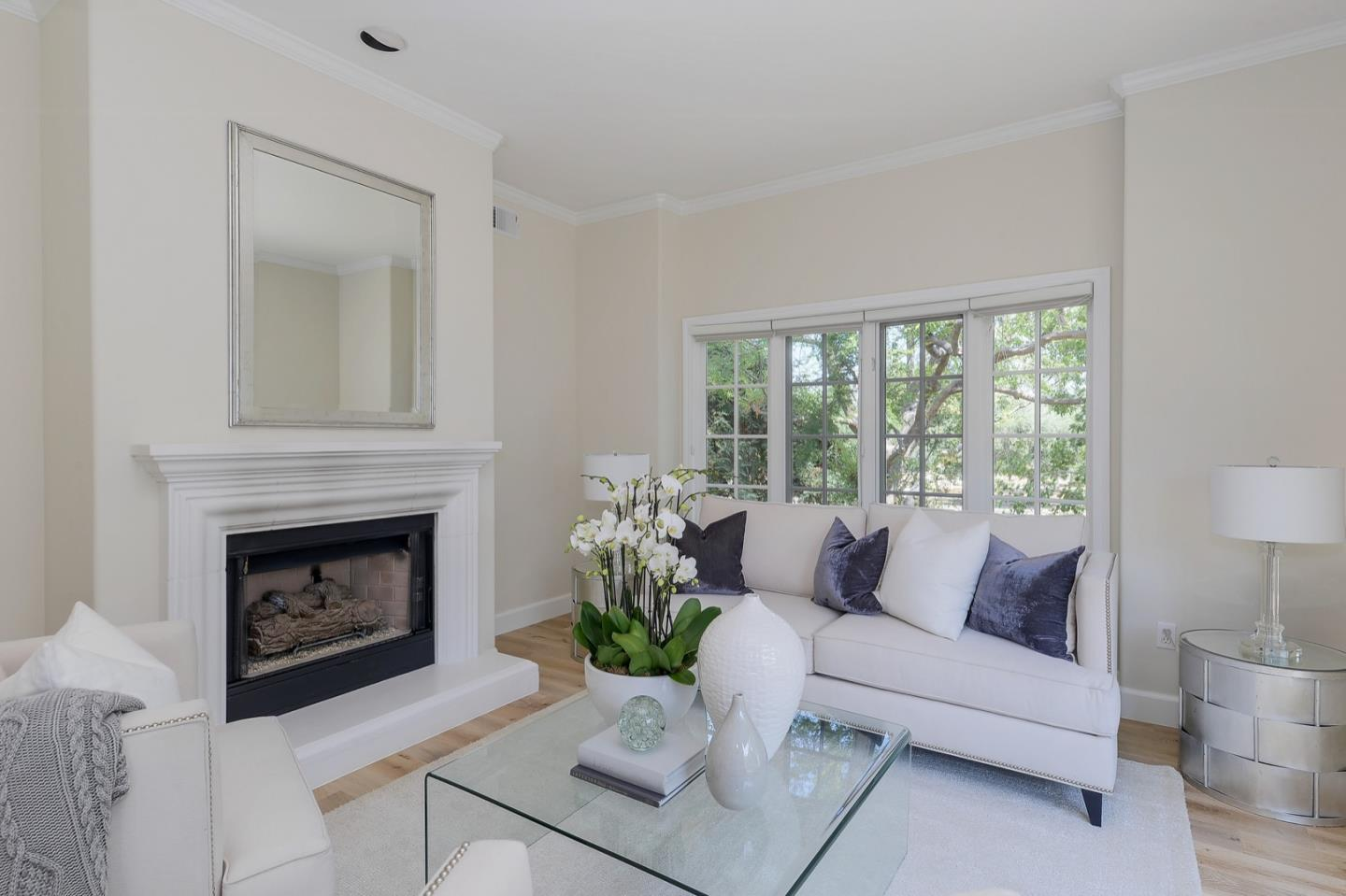 Detail Gallery Image 1 of 22 For 1 W Edith Ave #C212,  Los Altos,  CA 94022 - 3 Beds | 2 Baths