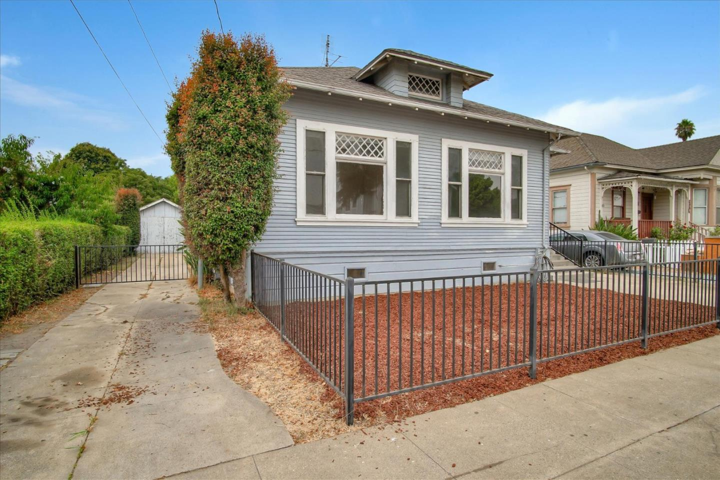 Detail Gallery Image 1 of 1 For 135 Elm St, Watsonville,  CA 95076 - 3 Beds | 1 Baths