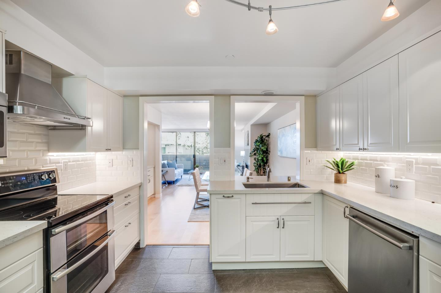 Detail Gallery Image 1 of 1 For 1500 Sherman Ave 1e,  Burlingame,  CA 94010 - 2 Beds | 2 Baths