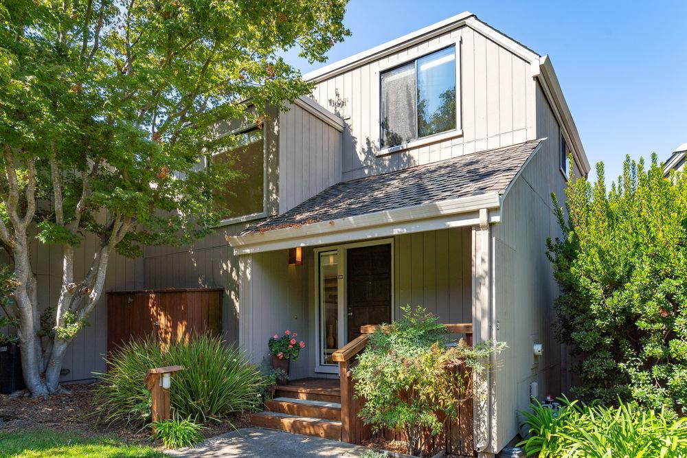 Detail Gallery Image 1 of 1 For 39 Woods Ln, Los Altos,  CA 94024 - 3 Beds | 2 Baths