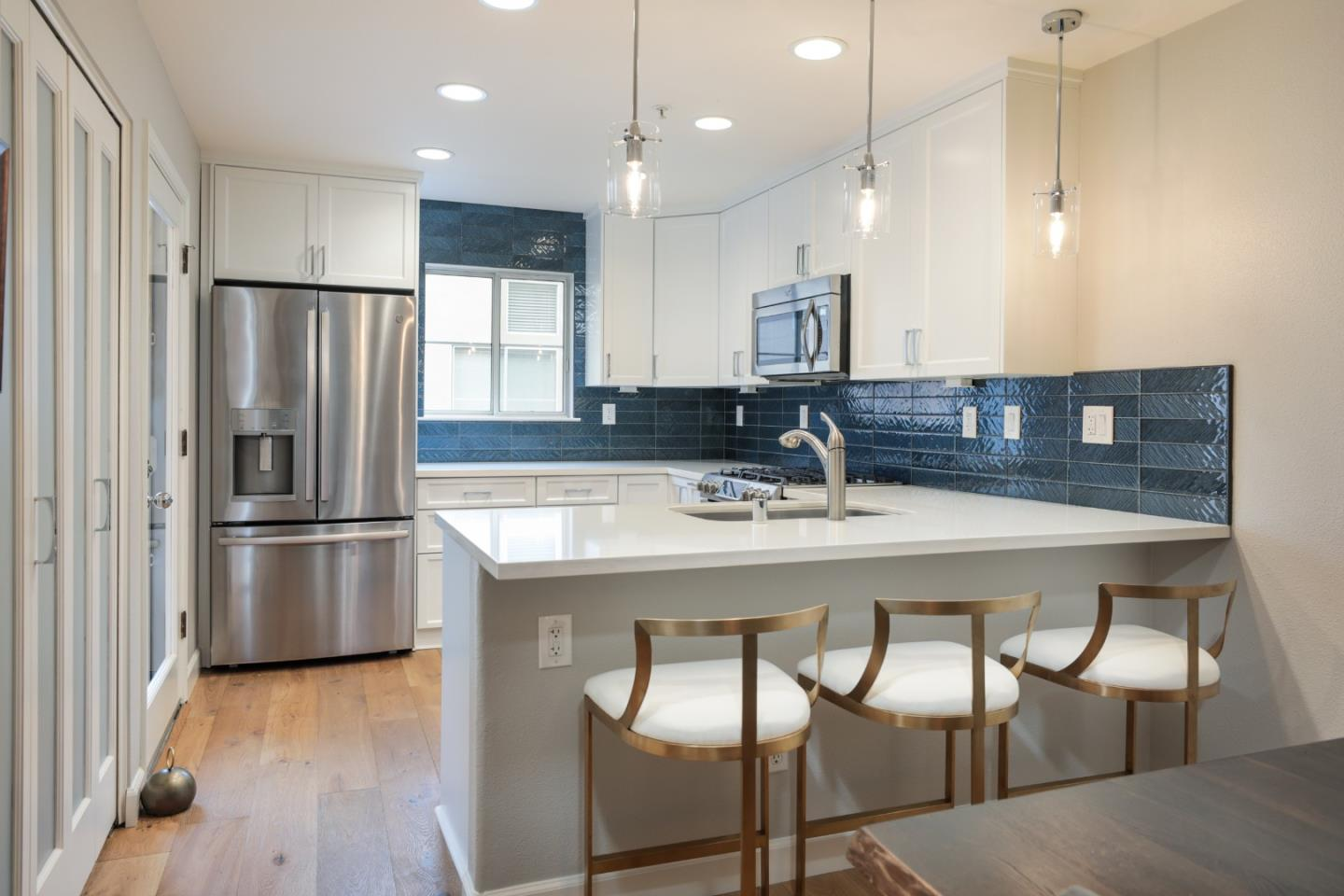 Detail Gallery Image 1 of 1 For 992 Alpine Ter #5,  Sunnyvale,  CA 94086 - 2 Beds | 2/1 Baths