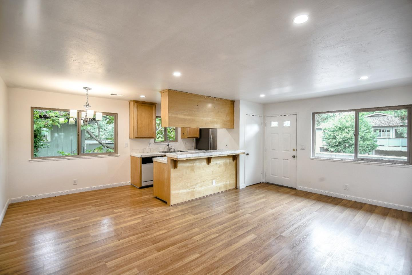 Detail Gallery Image 1 of 1 For 929 Ponselle Ln #4,  Capitola,  CA 95010 - 2 Beds | 1 Baths