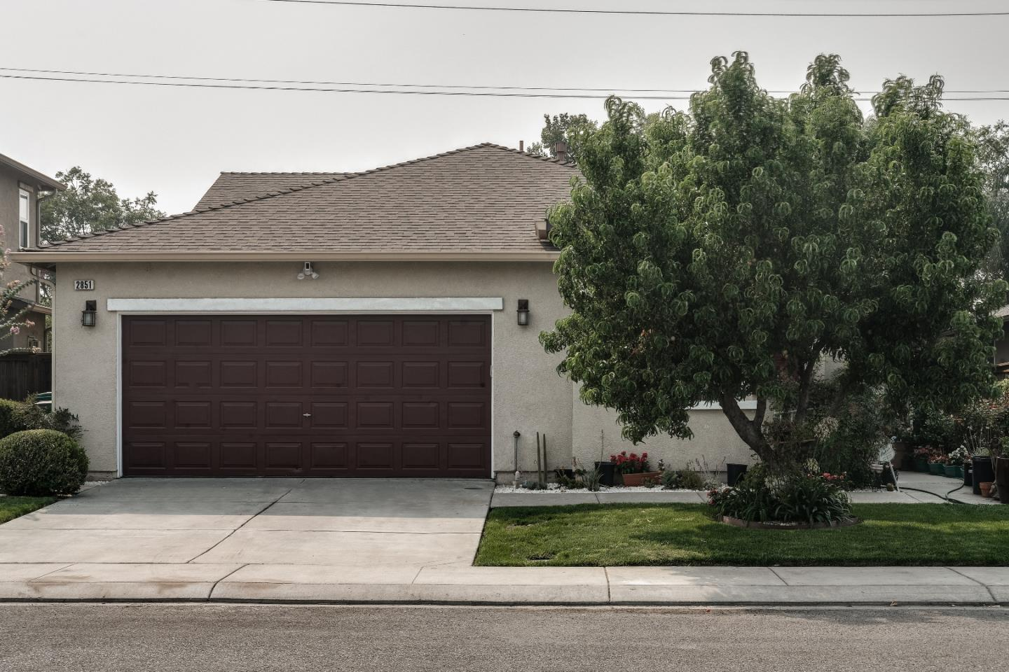 Detail Gallery Image 1 of 1 For 2851 Playa Del Sol Ave, Stockton,  CA 95206 - 4 Beds | 2 Baths