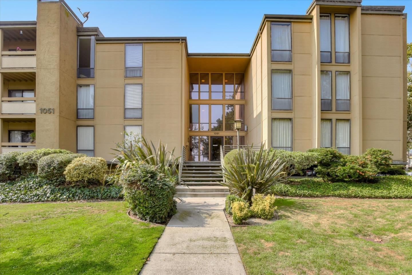 Detail Gallery Image 1 of 1 For 1051 Beach Park Blvd #106,  Foster City,  CA 94404 - 2 Beds | 2 Baths