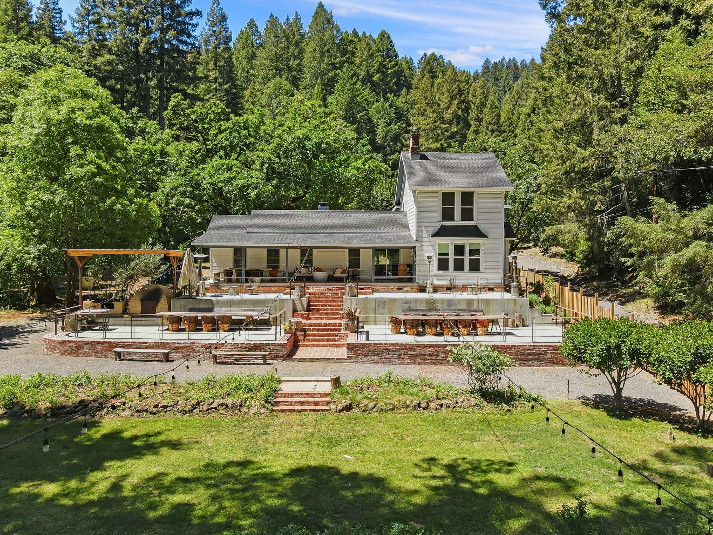 Detail Gallery Image 1 of 27 For 16790 Armstrong Woods Rd, Guerneville,  CA 95446 - 6 Beds | 6/1 Baths