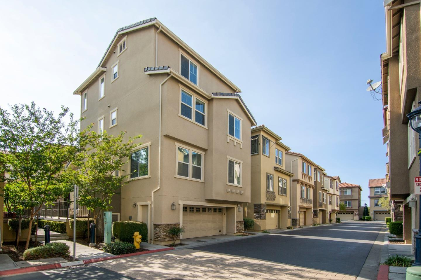 Detail Gallery Image 1 of 1 For 1186 Claridad Loop, Milpitas,  CA 95035 - 5 Beds   4 Baths