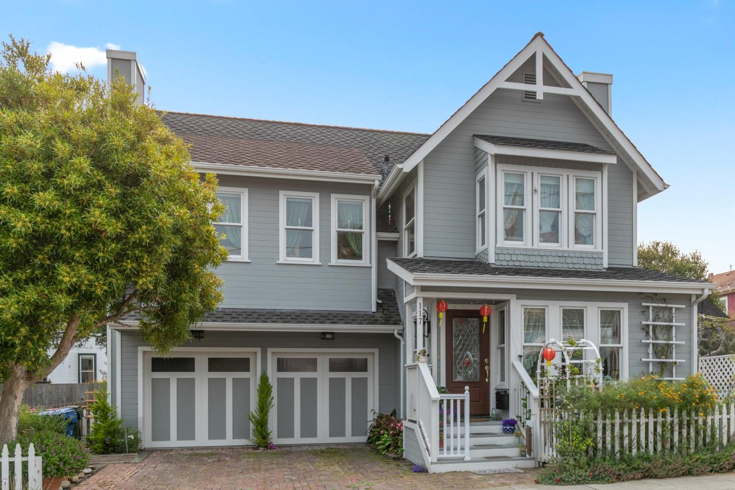 Detail Gallery Image 1 of 27 For 117 17th St, Pacific Grove,  CA 93950 - 3 Beds | 2/1 Baths