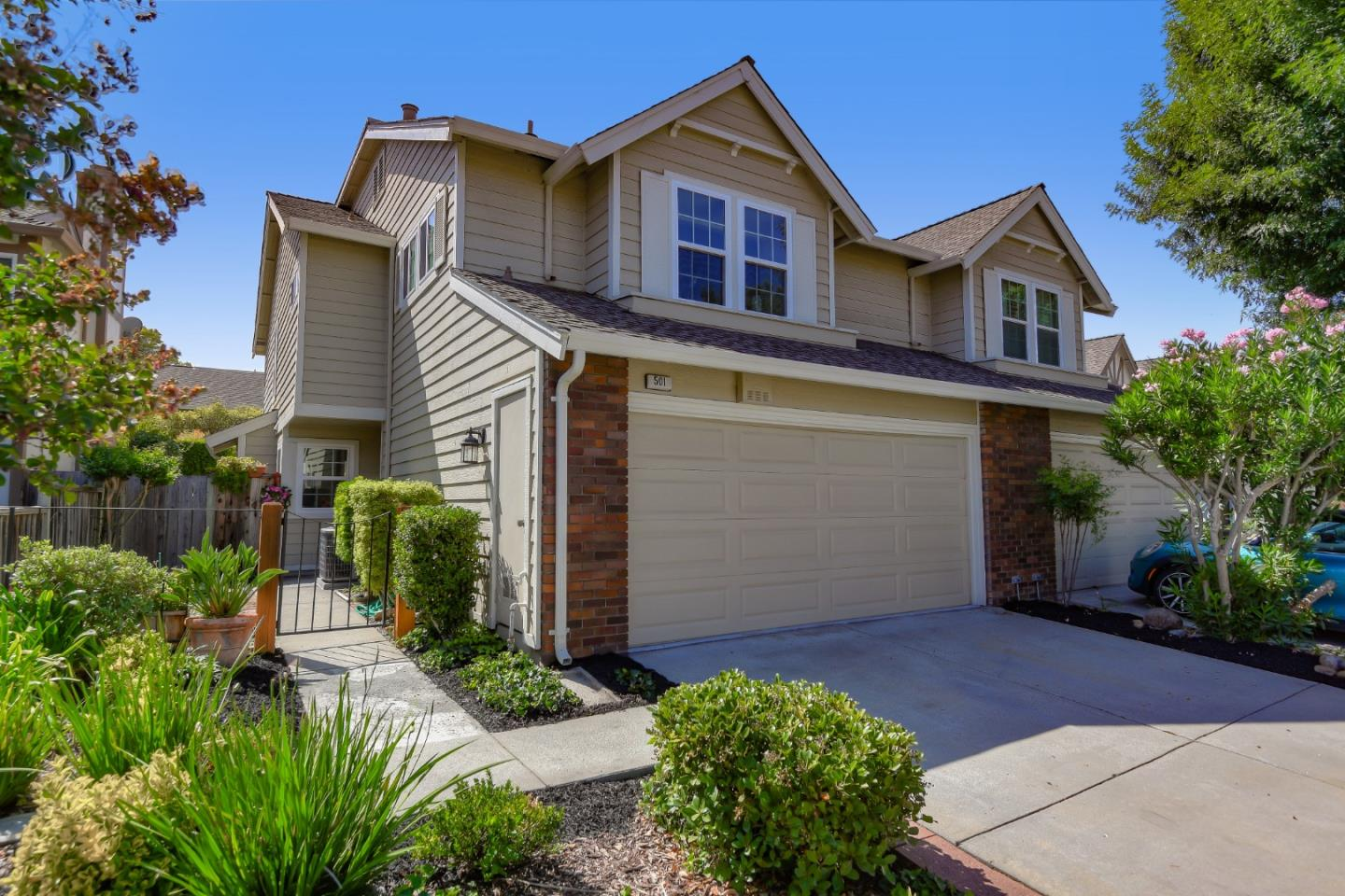 Detail Gallery Image 1 of 1 For 501 Folsom Cir, Milpitas,  CA 95035 - 2 Beds | 2/1 Baths