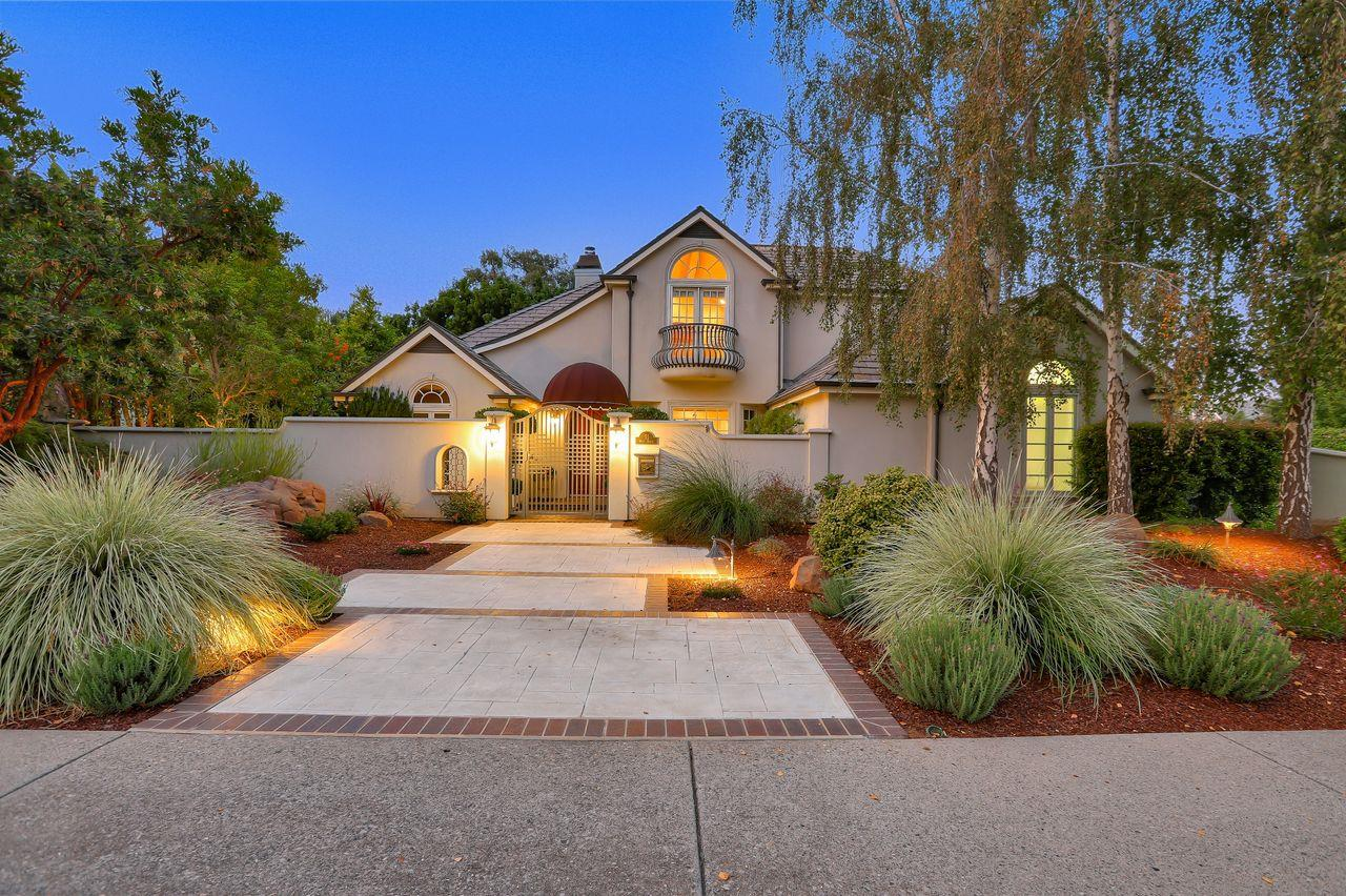 Detail Gallery Image 1 of 1 For 51 W Edith Ave, Los Altos,  CA 94022 - 4 Beds   4/1 Baths