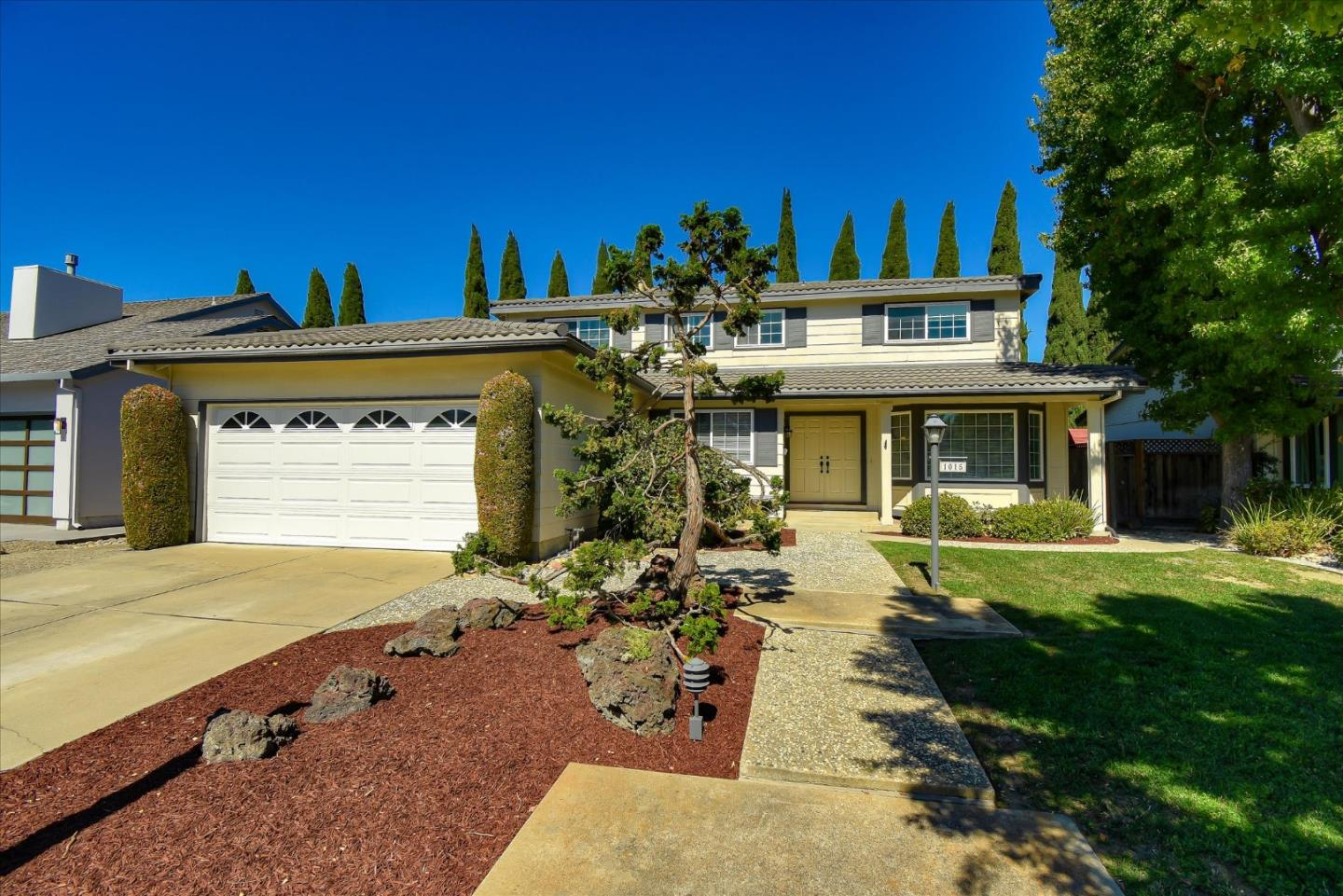Detail Gallery Image 1 of 28 For 1015 Lupine Dr, Sunnyvale,  CA 94086 - 5 Beds | 2/1 Baths