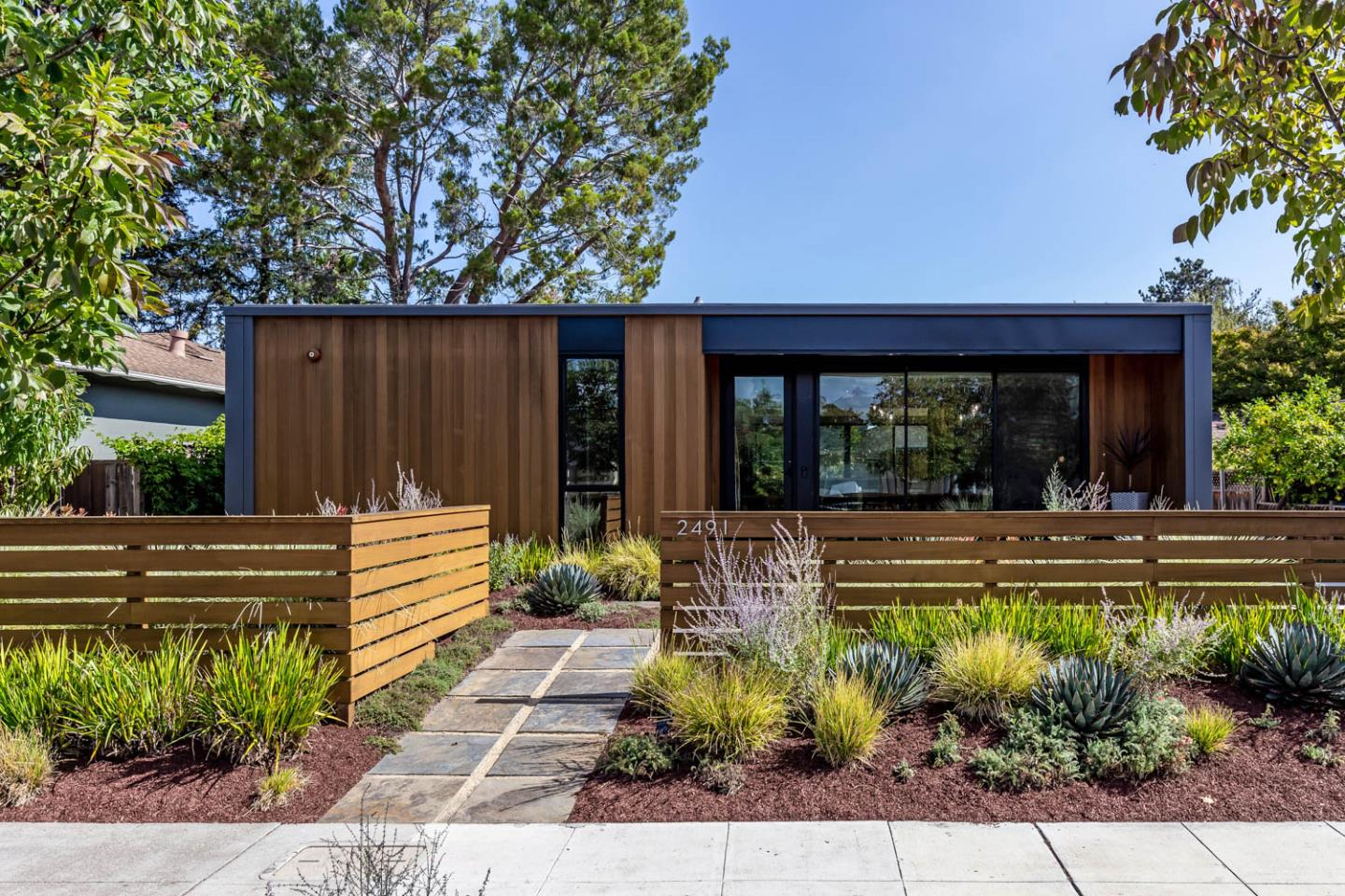 Detail Gallery Image 1 of 31 For 2491 Bryant St, Palo Alto,  CA 94301 - 3 Beds | 2 Baths