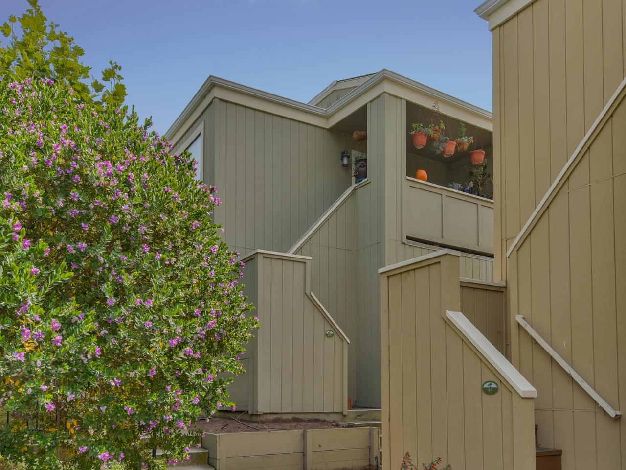 Detail Gallery Image 1 of 1 For 820 Casanova Ave #102,  Monterey,  CA 93940 - 2 Beds | 1 Baths