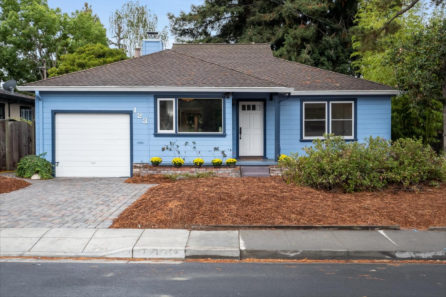 Detail Gallery Image 1 of 1 For 123 Haight St, Menlo Park,  CA 94025 - 3 Beds | 2 Baths