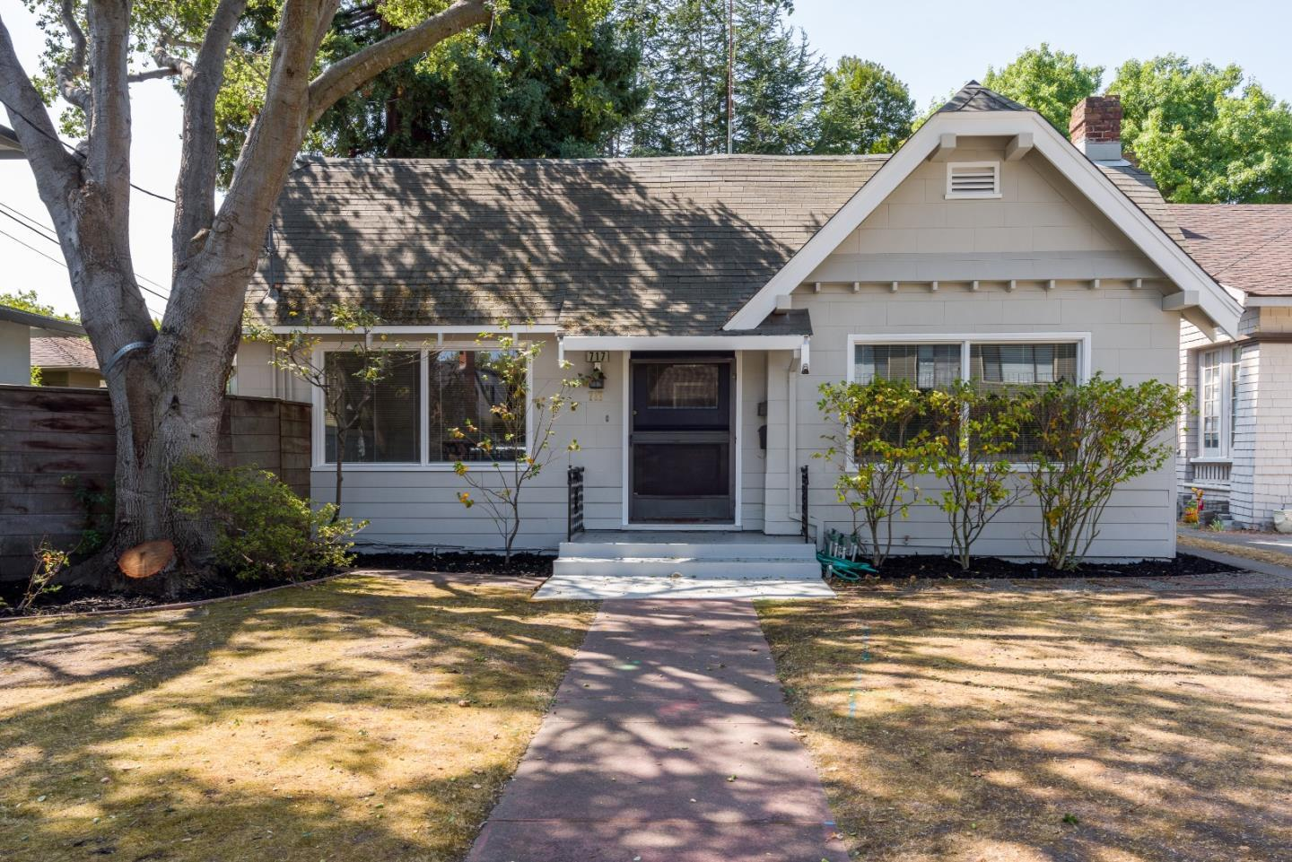 Detail Gallery Image 1 of 31 For 717 Crossway Rd, Burlingame,  CA 94010 - – Beds   – Baths