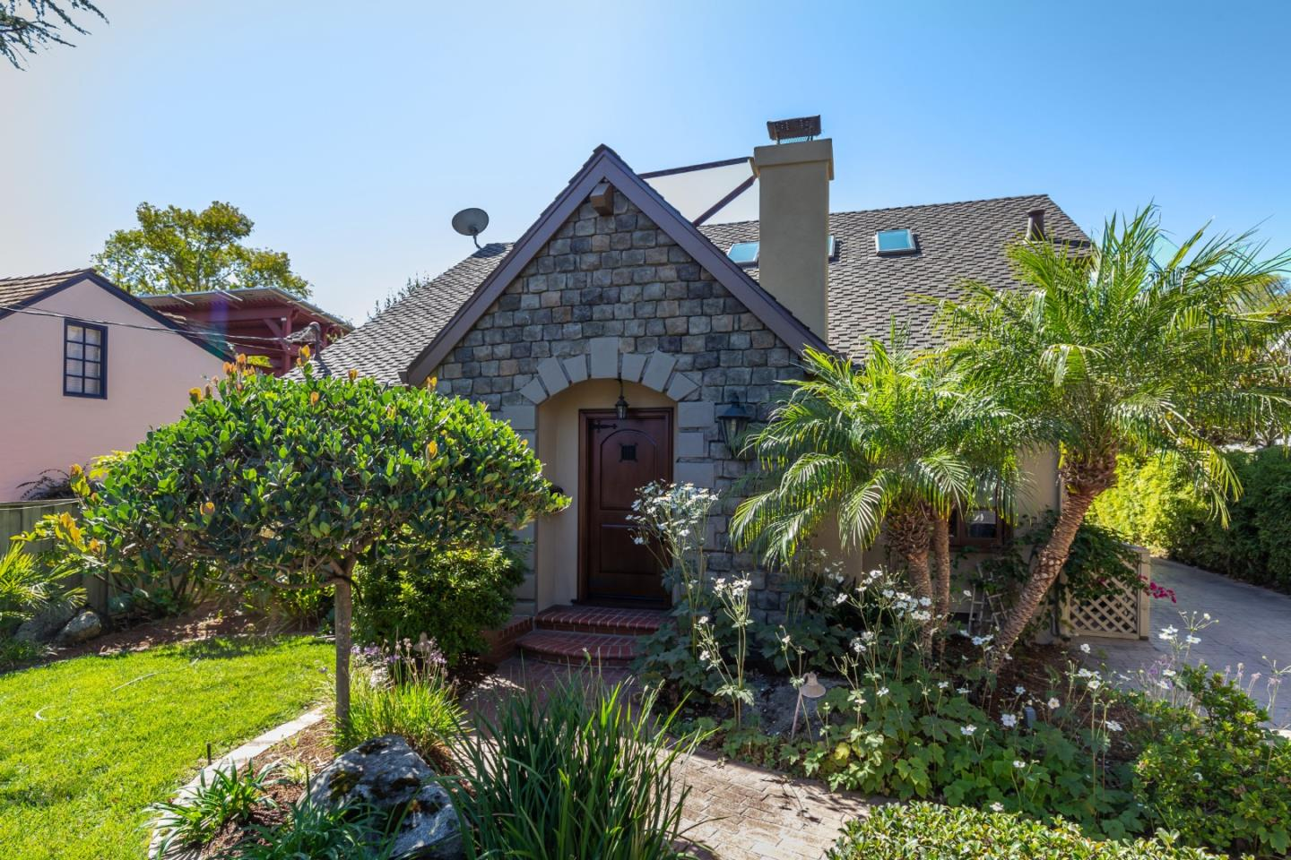 Detail Gallery Image 1 of 1 For Roberts Rd, Los Gatos,  CA 95032 - 3 Beds | 2/1 Baths