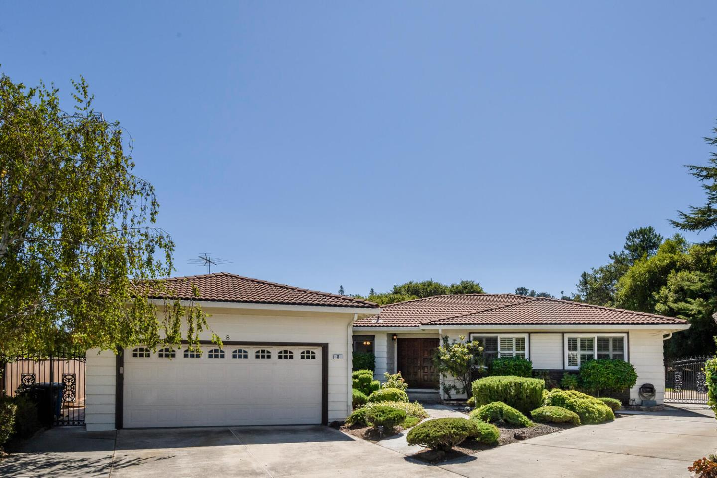 Detail Gallery Image 1 of 1 For 8 Toledo Ct, Burlingame,  CA 94010 - 3 Beds | 2/1 Baths