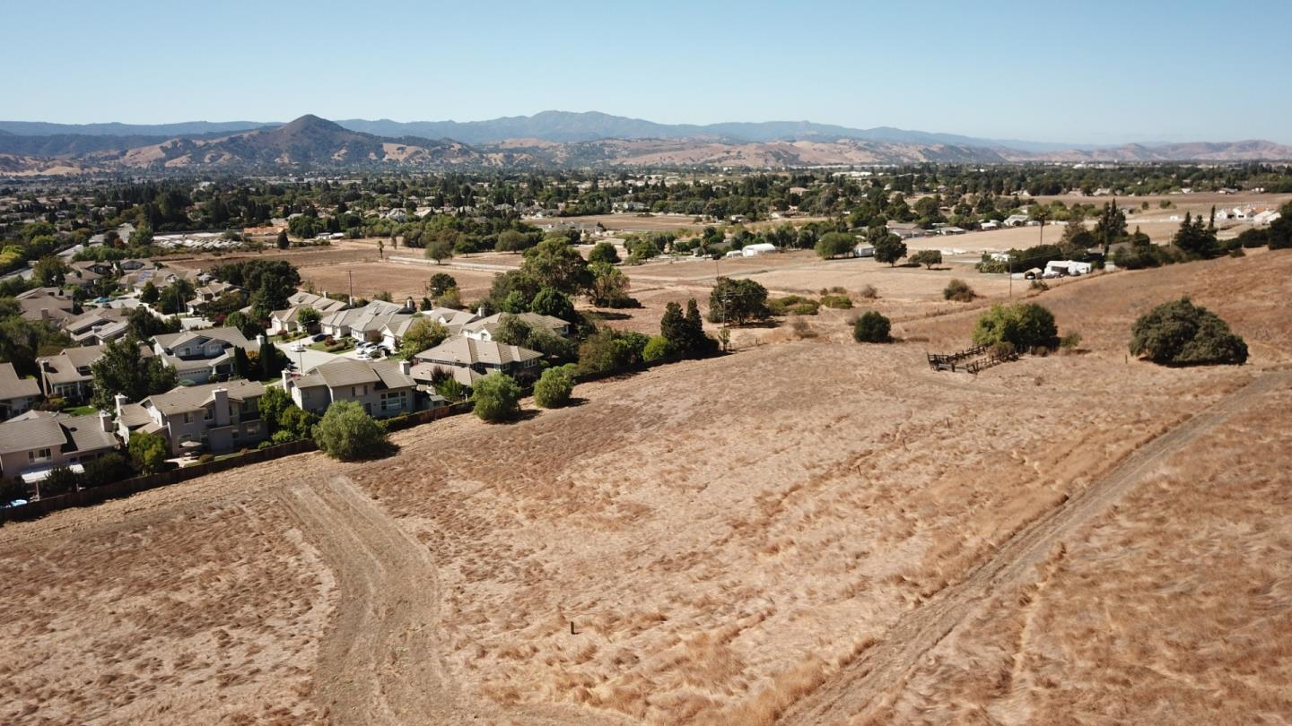 Detail Gallery Image 1 of 29 For 17101 Kruse Ranch Ln, Morgan Hill,  CA 95037 - 4 Beds | 2/1 Baths