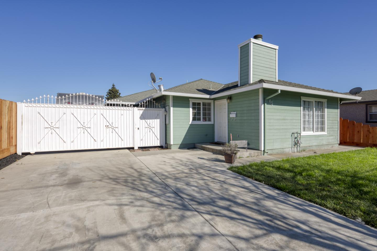 Detail Gallery Image 1 of 1 For 45 Buena Vista St, Salinas,  CA 93901 - 3 Beds | 2 Baths