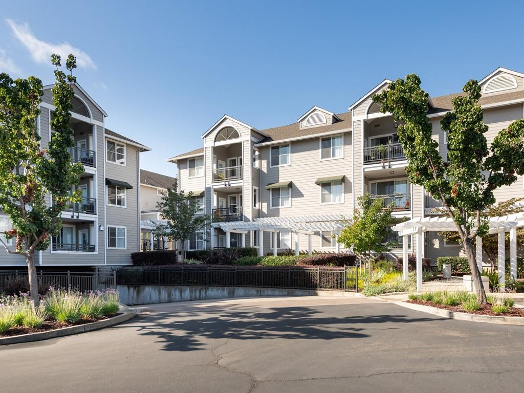 Detail Gallery Image 1 of 13 For 1982 W Bayshore Rd #232,  East Palo Alto,  CA 94303 - 1 Beds | 1 Baths