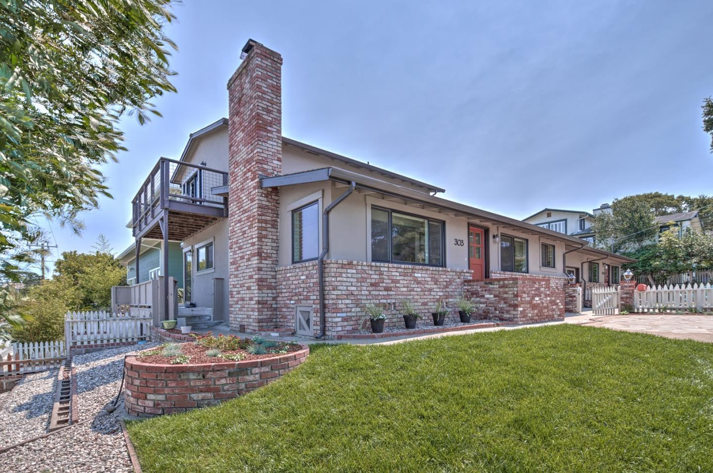 Detail Gallery Image 1 of 1 For 303 11th St, Pacific Grove,  CA 93950 - 4 Beds   3 Baths