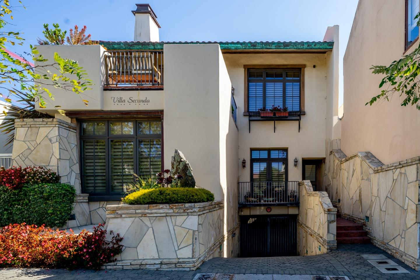 Detail Gallery Image 1 of 1 For 3 Dolores Se Of 7th #2,  Carmel,  CA 93921 - 3 Beds | 3/1 Baths