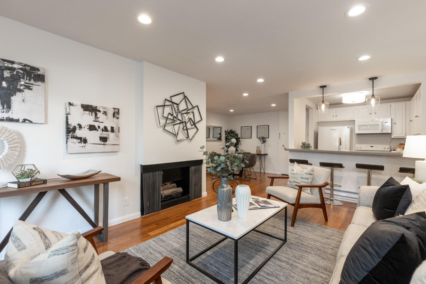 Detail Gallery Image 1 of 21 For 316 N El Camino Real #118,  San Mateo,  CA 94401 - 2 Beds | 2 Baths