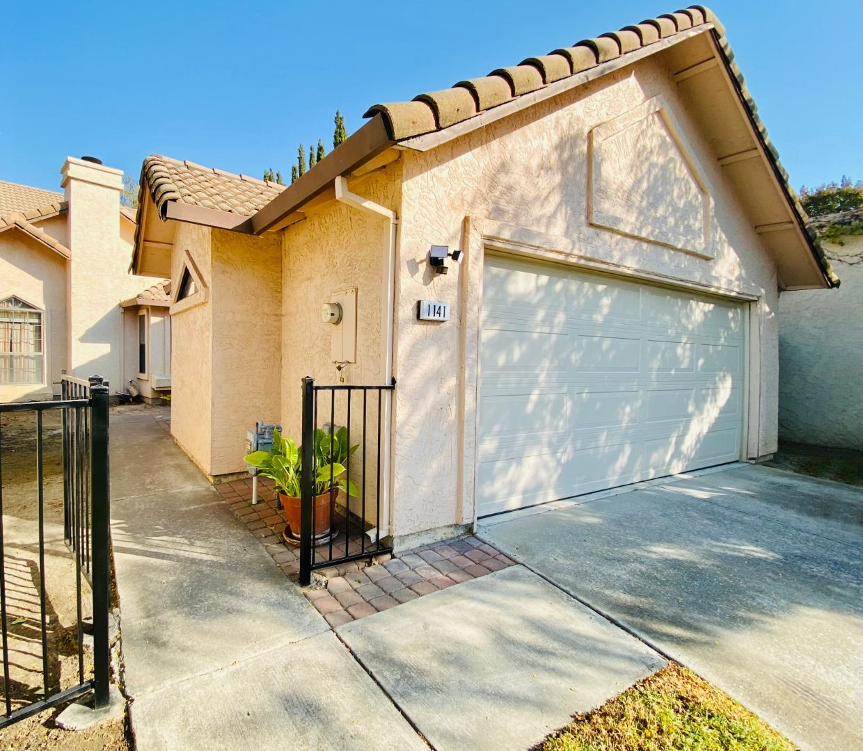 Detail Gallery Image 1 of 1 For 1141 Lerma Ln, Gilroy,  CA 95020 - 3 Beds | 2 Baths