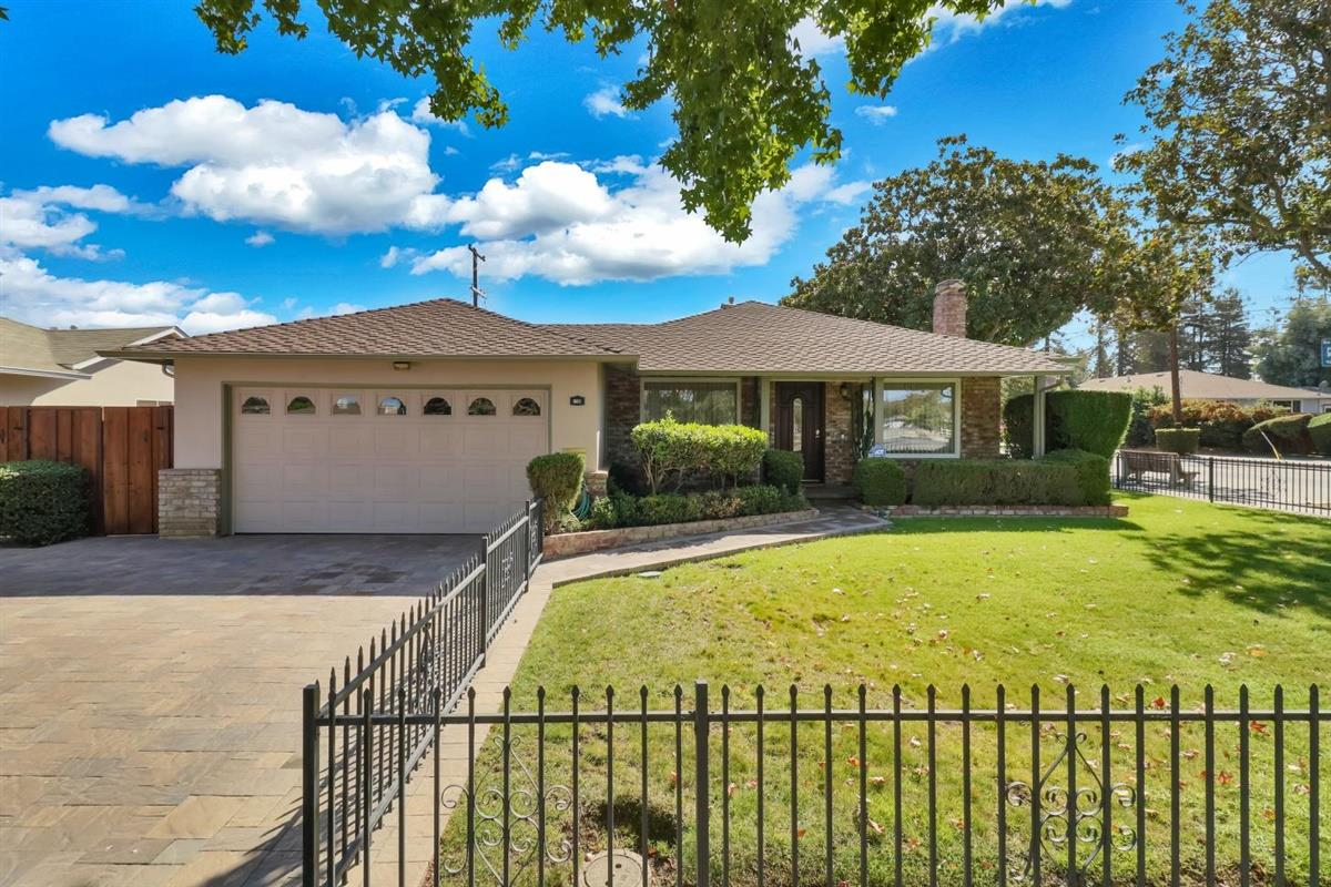 Detail Gallery Image 1 of 1 For 901 Carson Dr, Sunnyvale,  CA 94086 - 3 Beds   2 Baths