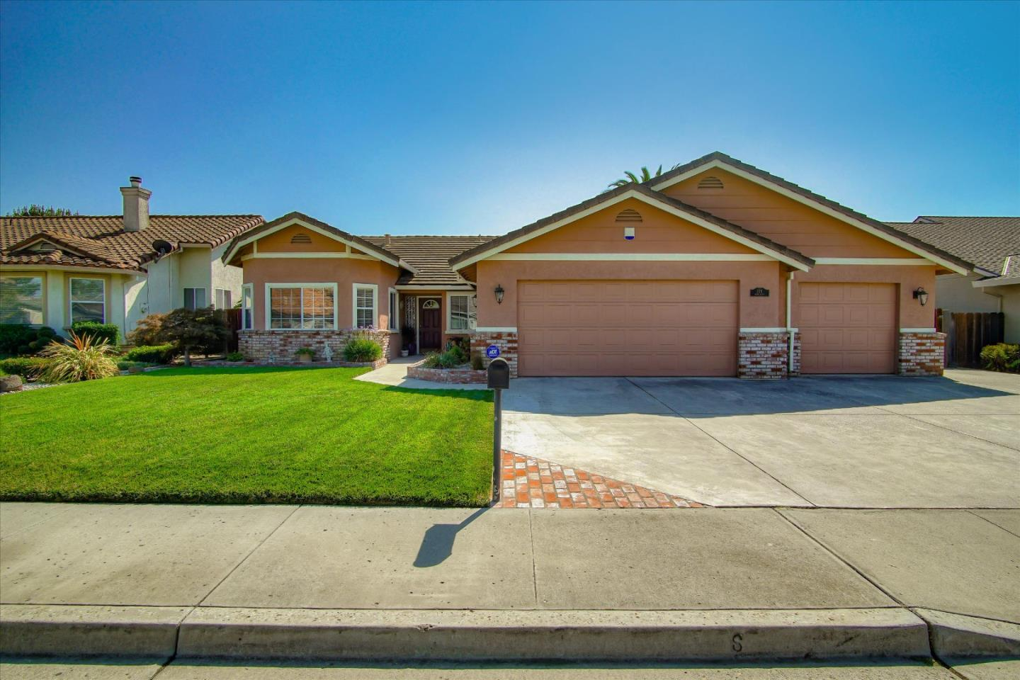 Detail Gallery Image 1 of 39 For 371 Irma Dr, Hollister,  CA 95023 - 4 Beds | 2 Baths