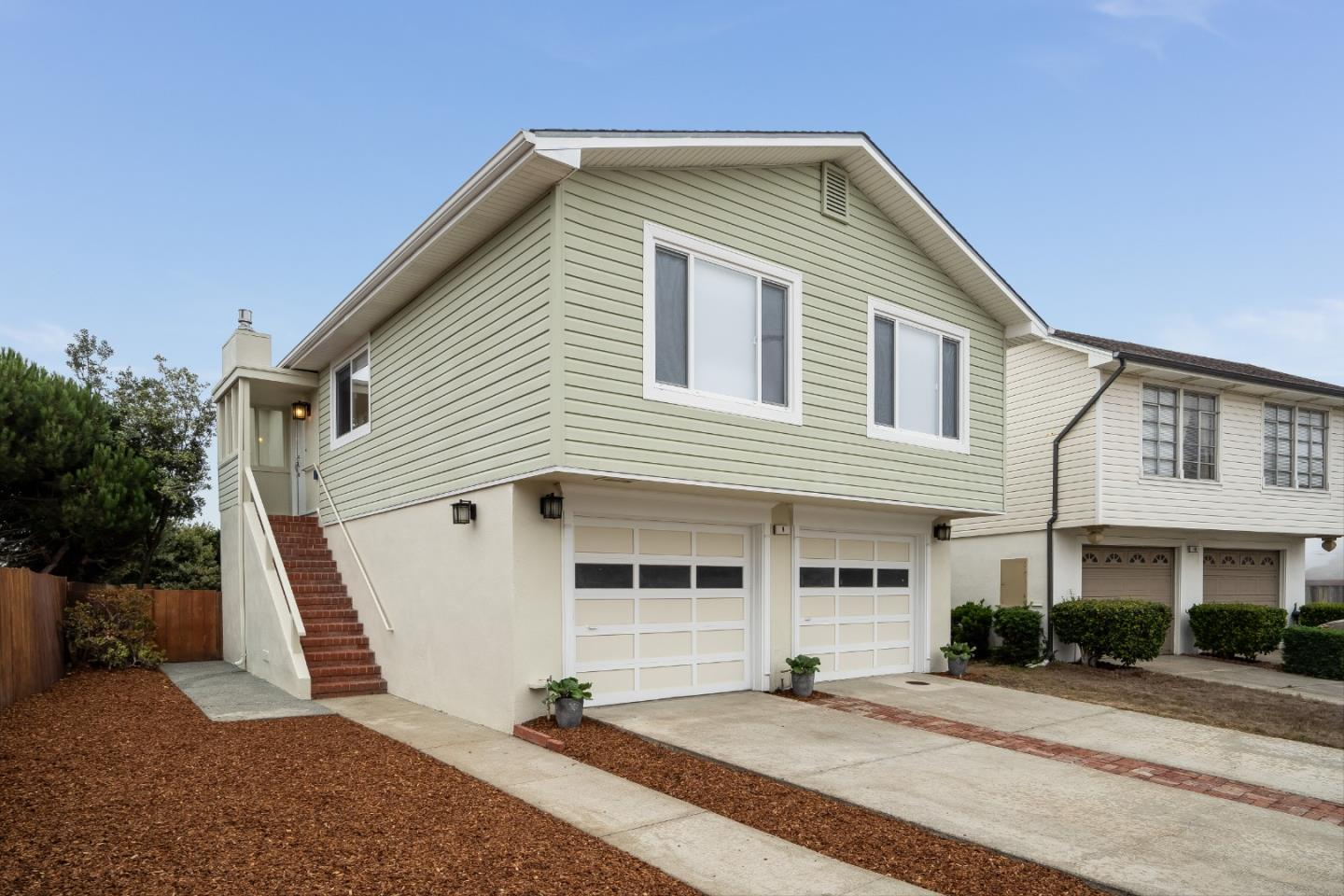 Detail Gallery Image 1 of 1 For 8 Moon Gate Ct, Pacifica,  CA 94044 - 3 Beds   2 Baths