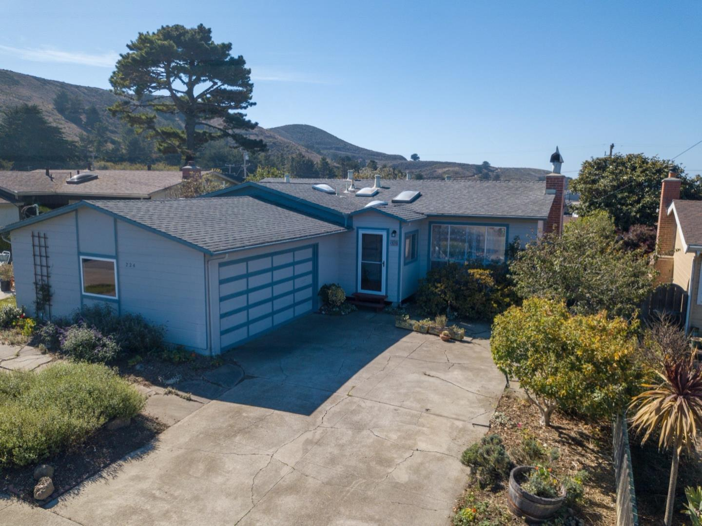 Detail Gallery Image 1 of 1 For 724 Bradford Way, Pacifica,  CA 94044 - 3 Beds | 2 Baths