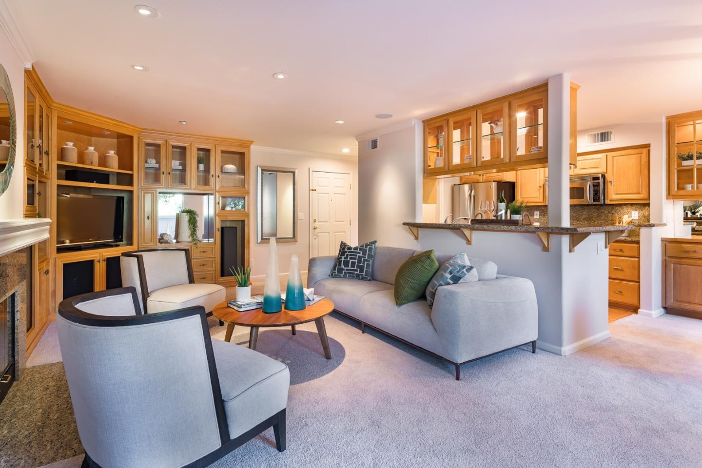 Detail Gallery Image 1 of 1 For 20 Willow Rd #15,  Menlo Park,  CA 94025 - 3 Beds | 2 Baths