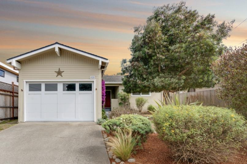 Detail Gallery Image 1 of 1 For 925 Walnut St, Pacific Grove,  CA 93950 - 2 Beds | 1/1 Baths