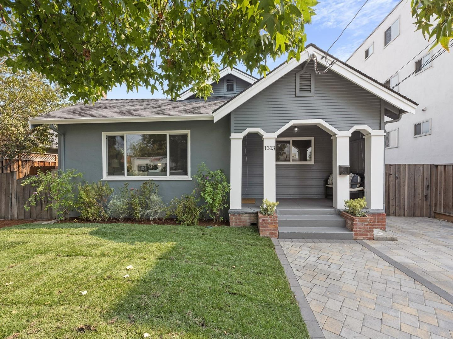 Detail Gallery Image 1 of 1 For 1313 Jefferson Ave, Redwood City,  CA 94062 - 3 Beds | 2 Baths