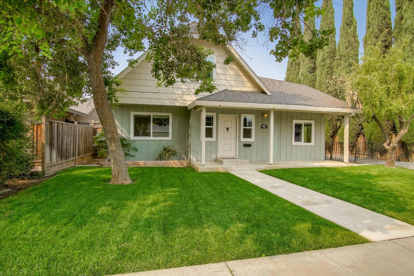Detail Gallery Image 1 of 1 For 961 Elm Ave, Gustine,  CA 95322 - 4 Beds | 2 Baths