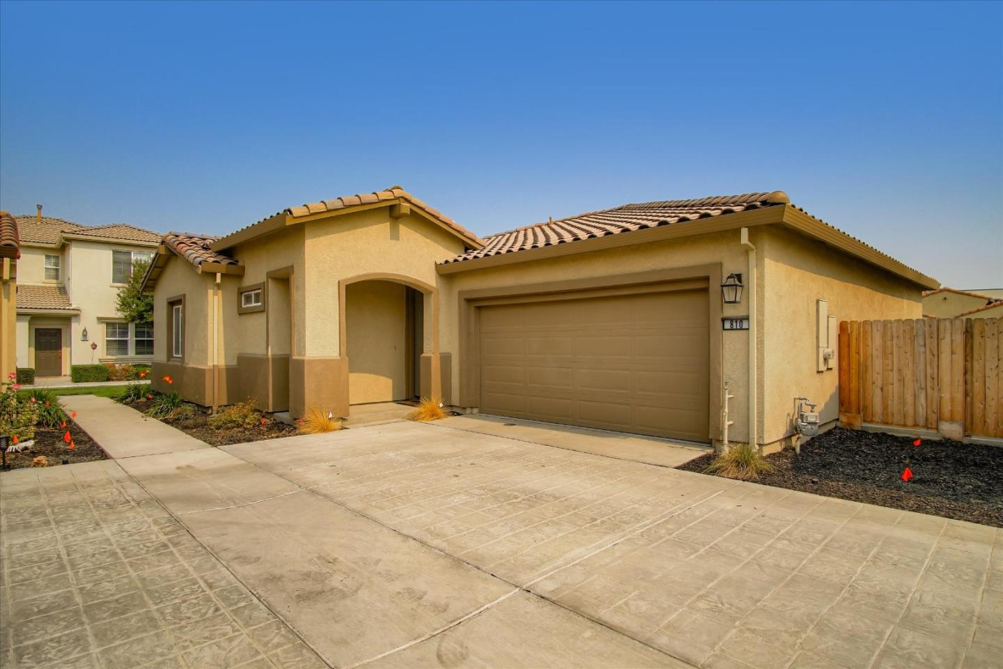 Detail Gallery Image 1 of 1 For 810 Grace Dr, Los Banos,  CA 93635 - 2 Beds | 2 Baths
