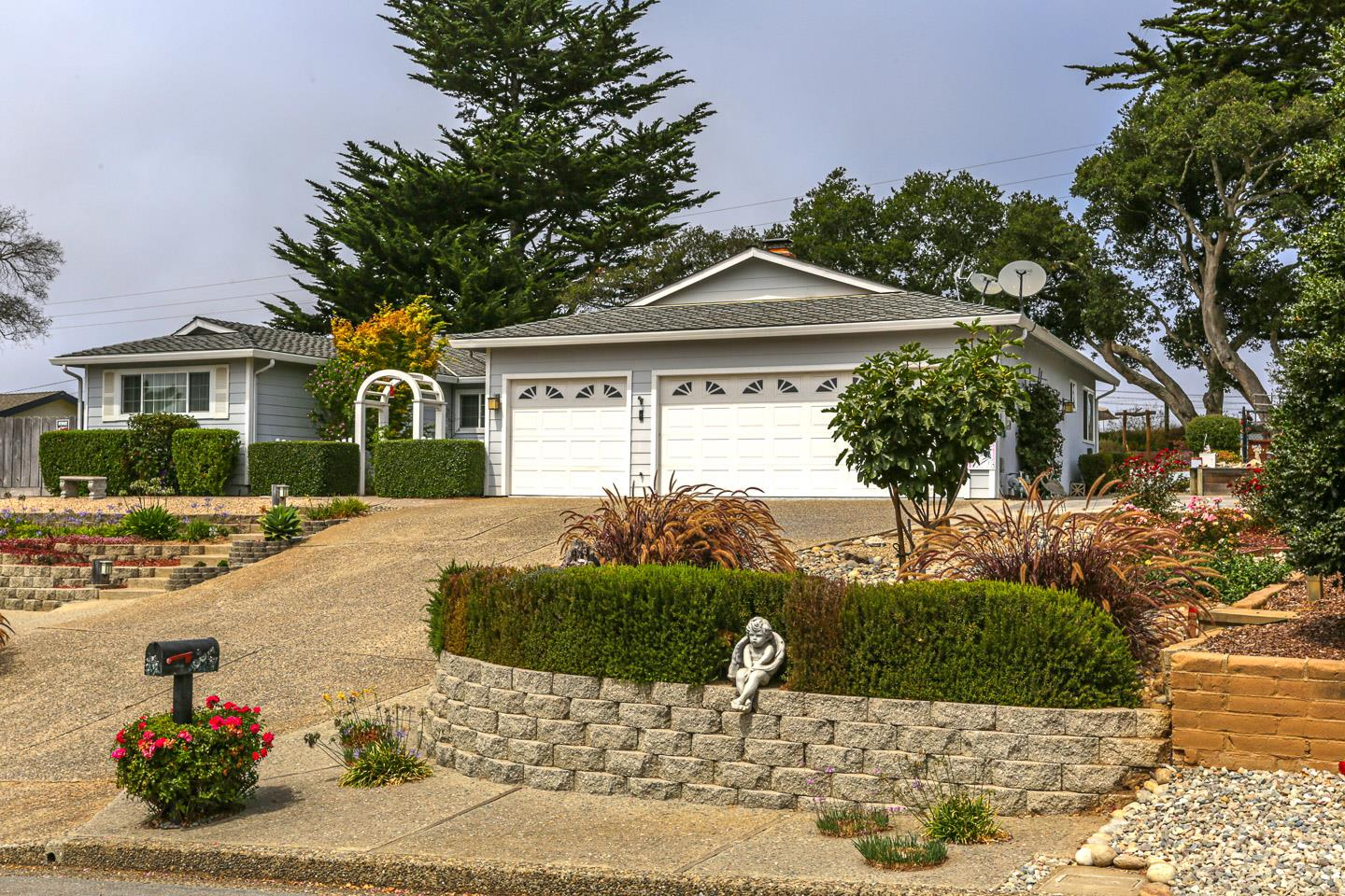 Detail Gallery Image 1 of 1 For 9345 Holly Oak Way, Salinas,  CA 93907 - 4 Beds | 2/1 Baths